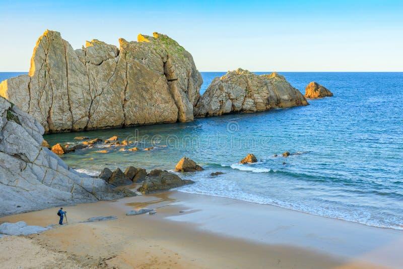 阿尔尼亚海滩,坎塔布里亚,西班牙 免版税库存照片