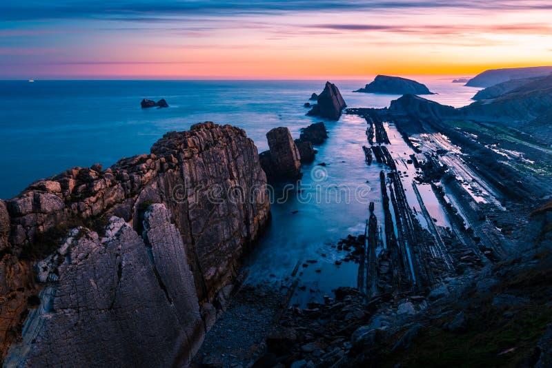 阿尔尼亚海滩,不可思议的海滩 桑坦德 西班牙 免版税库存图片