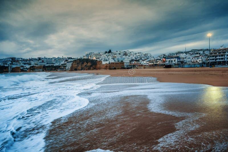 阿尔布费拉,一个城市在大西洋海岸的葡萄牙,在日落, 库存图片