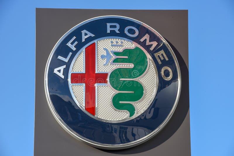 阿尔法・罗密欧车商的商标标志在瑞士的卢加诺 免版税库存照片