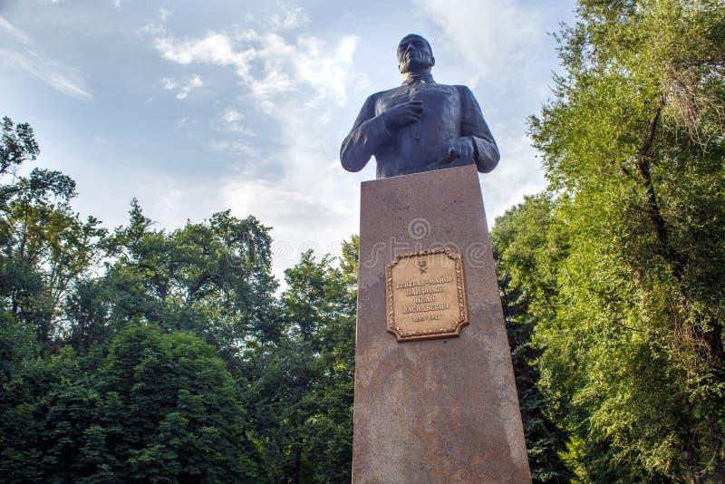 阿尔玛蒂,哈萨克斯坦- 2017年7月27日:将军Panfilov的纪念碑在城市公园 免版税库存图片