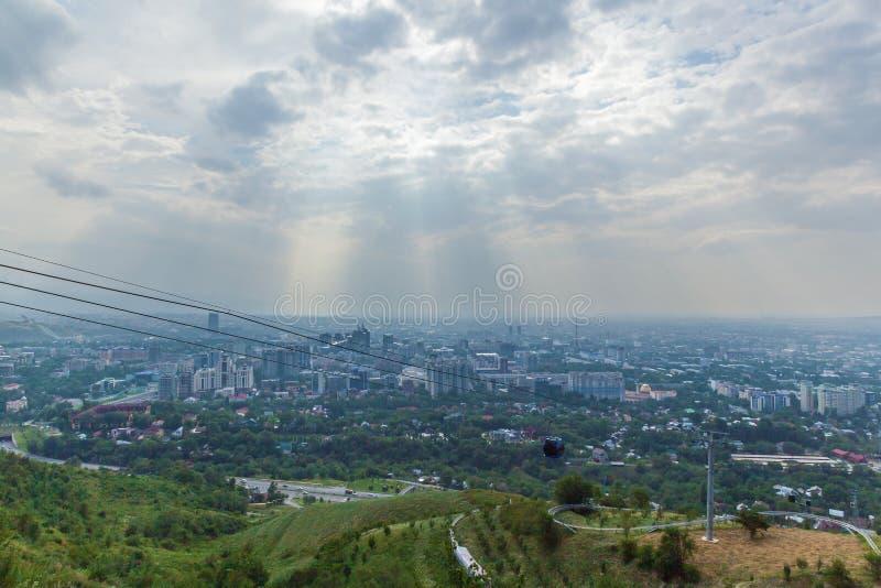 阿尔玛蒂从Koktobe小山的市视图 库存图片