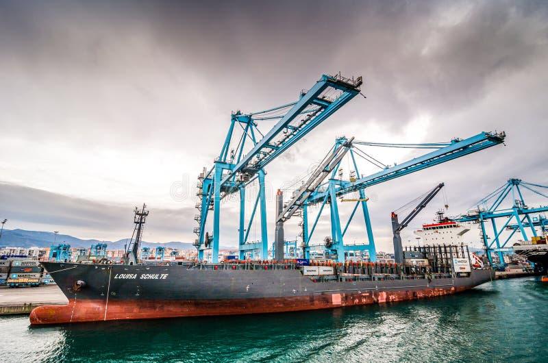 阿尔盖斯莱斯,西班牙- 2013年10月22日 口岸的工业部分与起重机的 免版税库存图片