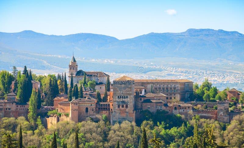 阿尔罕布拉宫的看法从Albayzin的,格拉纳达,安大路西亚,西班牙 免版税库存图片