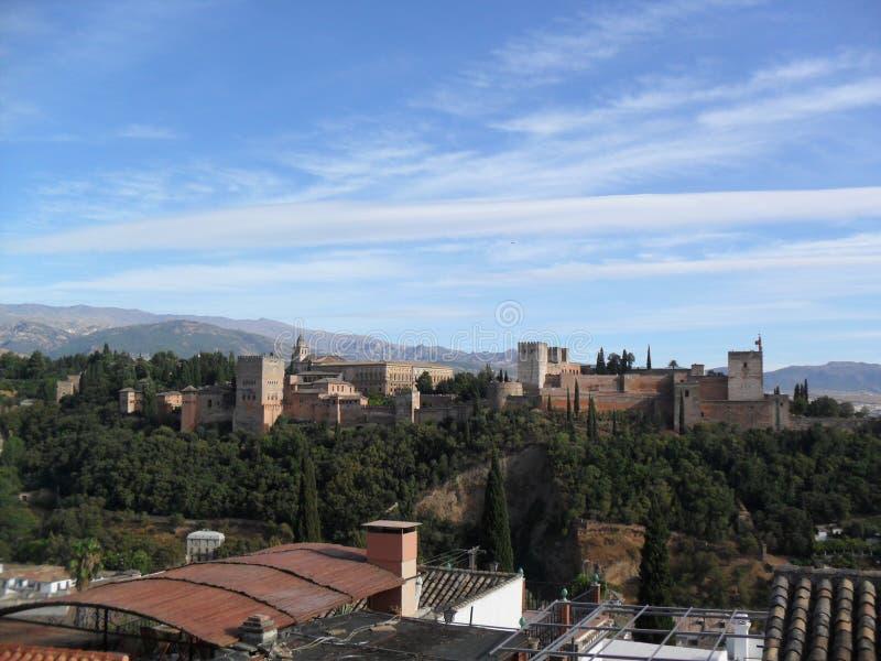 阿尔罕布拉宫看法从Mirador de圣尼古拉斯的在格拉纳达 免版税库存图片