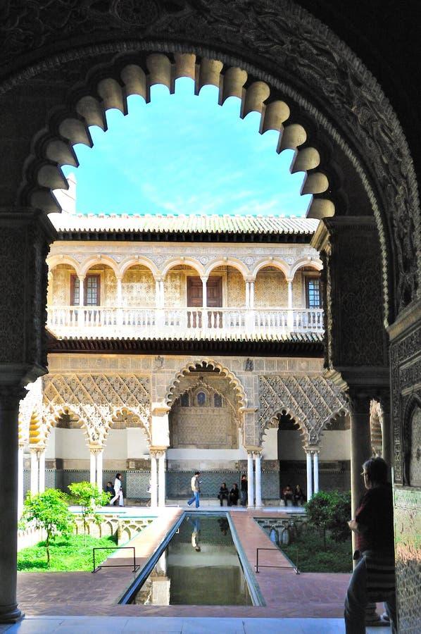 阿尔罕布拉宫窗口视图 免版税库存照片