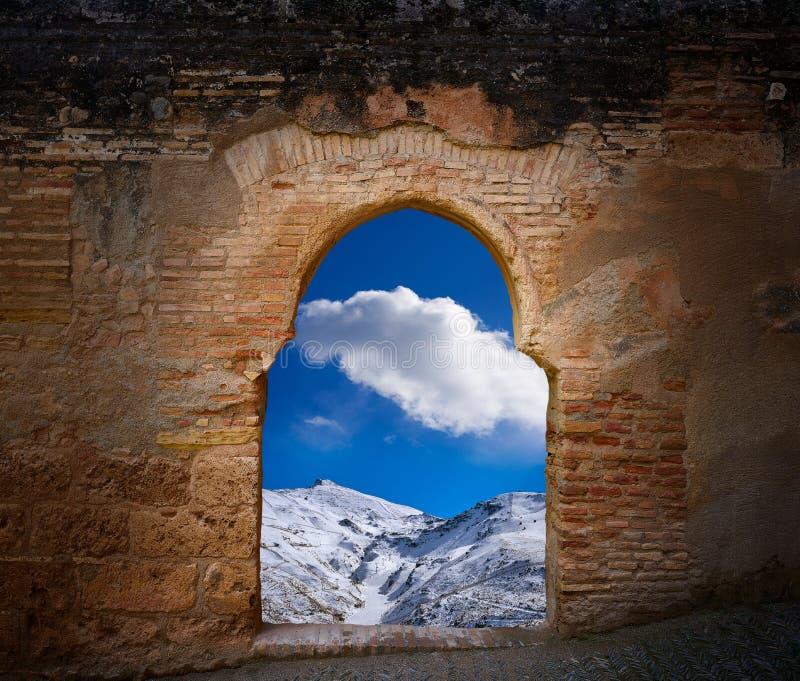 阿尔罕布拉曲拱格拉纳达内华达山登上 库存照片