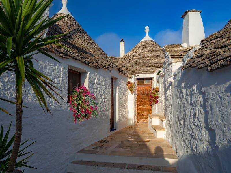 阿尔贝罗贝洛村庄,旅游目的地在普利亚地区 免版税库存照片