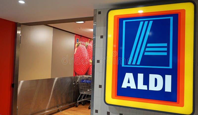 阿尔迪超级市场入口内部在Edgecliff 阿尔迪是大德国折扣超市连锁 免版税库存照片