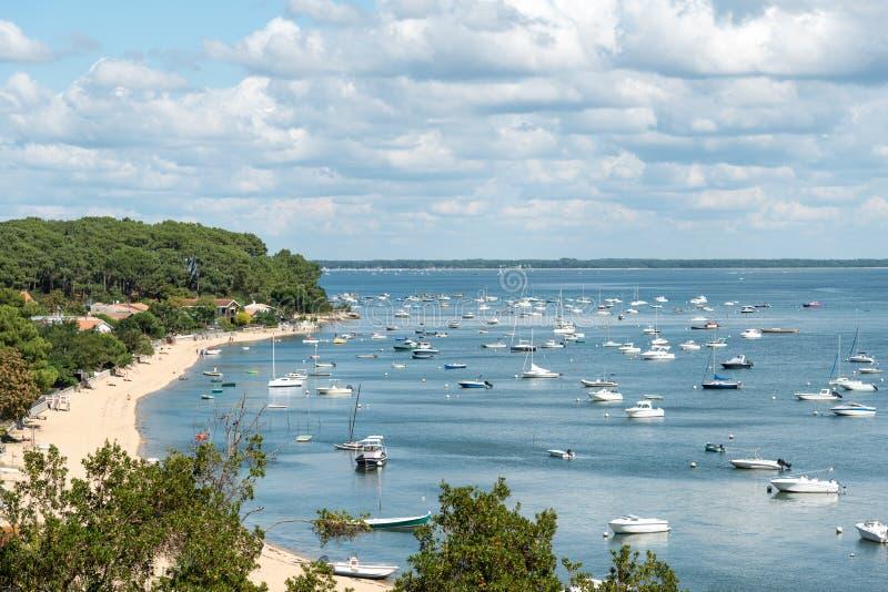 阿尔雄海湾,法国,在海湾的看法在夏天 库存图片