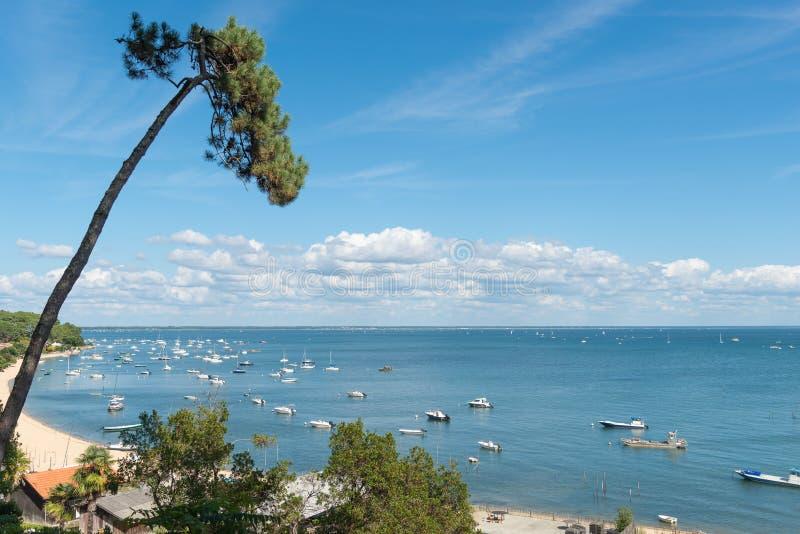 阿尔雄海湾,法国,在海湾的看法在夏天 库存照片