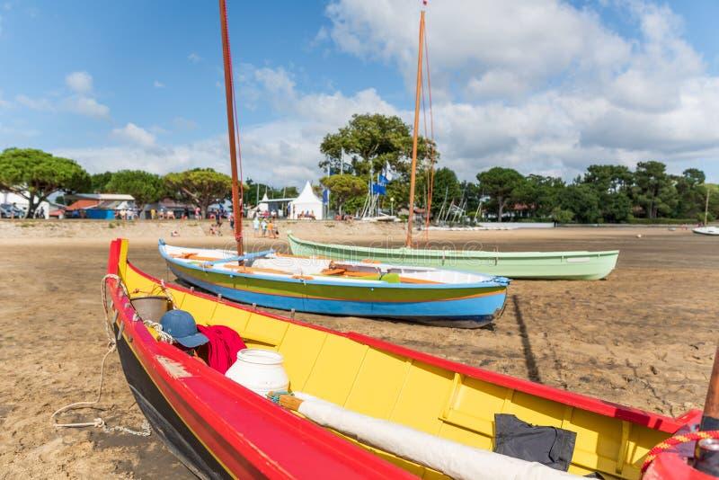 阿尔雄海湾,法国 传统小船叫Pinasse 库存照片