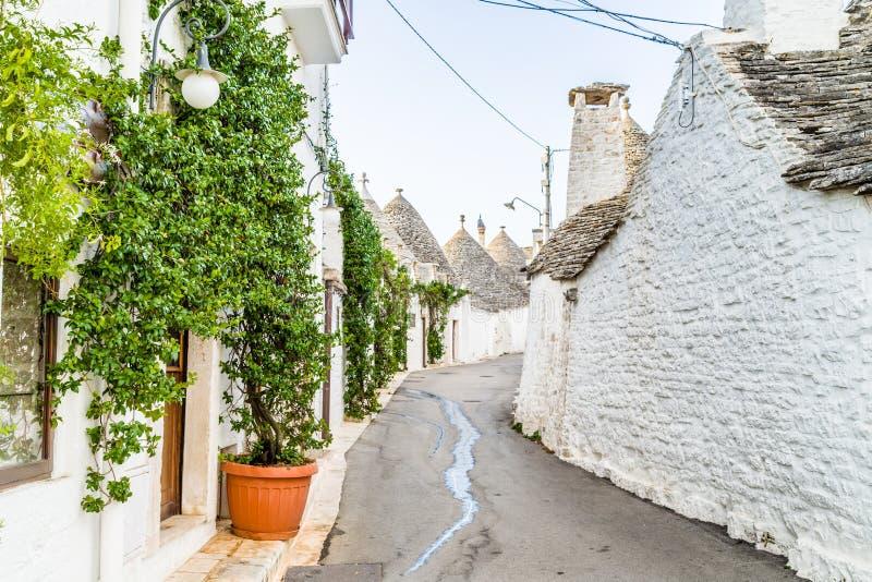 Download 阿尔贝罗贝洛Trulli房子在普利亚在意大利 库存照片. 图片 包括有 房子, 旅游业, 拱道, 时间, 镇痛药 - 62526760