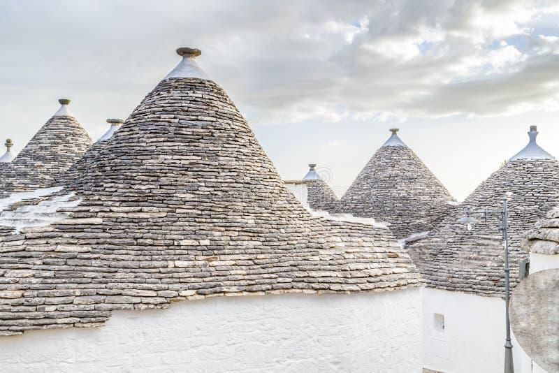 Download 阿尔贝罗贝洛Trulli房子在普利亚在意大利 库存图片. 图片 包括有 城镇, 房子, 意大利, 干燥, 美丽如画 - 62529929