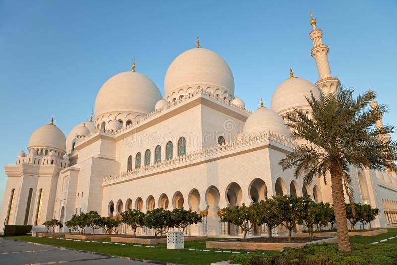 阿布扎比扎耶德Mosque Exterior回教族长在白天 免版税库存照片