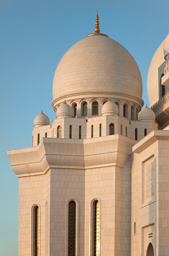 阿布扎比的白大理石回教族长扎耶德Mosque 免版税库存图片