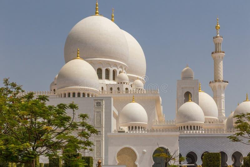 阿布扎比,阿拉伯联合酋长国,2015年7月7日:扎耶德,盛大清真寺回教族长 库存照片