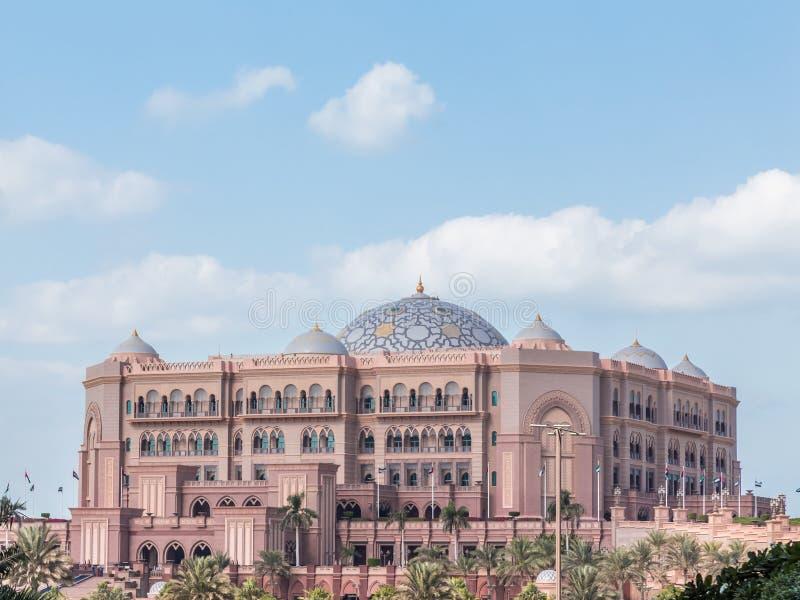 阿布扎比,阿拉伯联合酋长国,2015年12月16日:酋长管辖区华园大饭店 库存照片