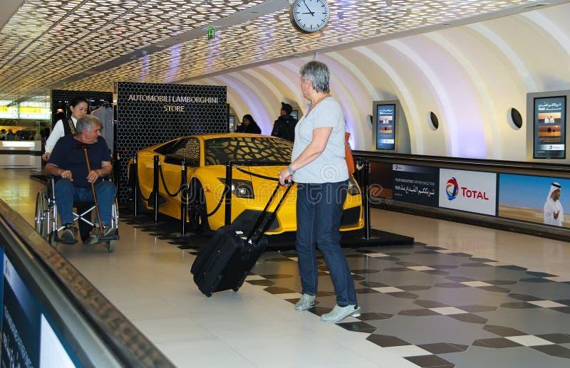 阿布扎比,阿拉伯联合酋长国, 2014年11月12日:阿布扎比国际机场  免版税库存图片