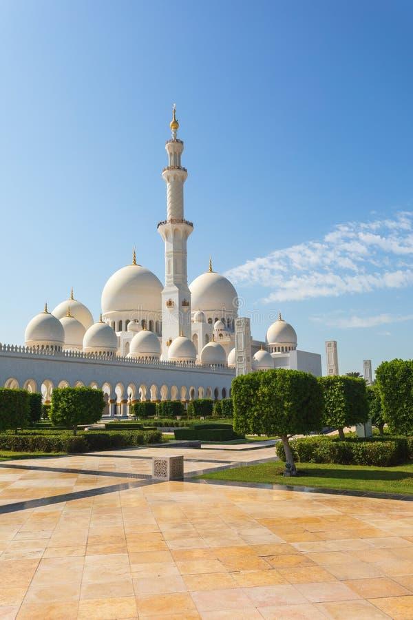 阿布扎比,阿联酋回教族长扎耶德Mosque - 美丽的白色盛大清真寺 库存照片