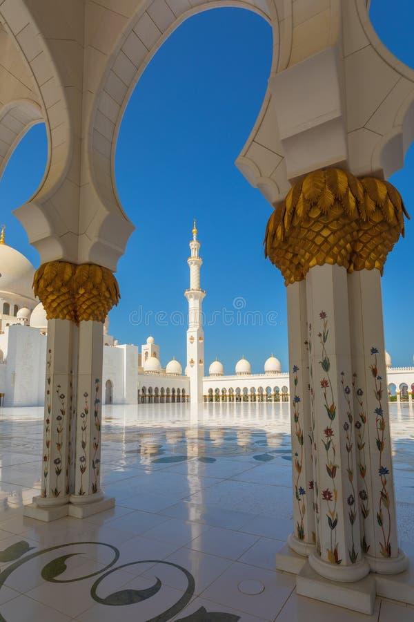 阿布扎比,阿联酋回教族长扎耶德Mosque - 美好的白色盛大清真寺minerets 库存图片