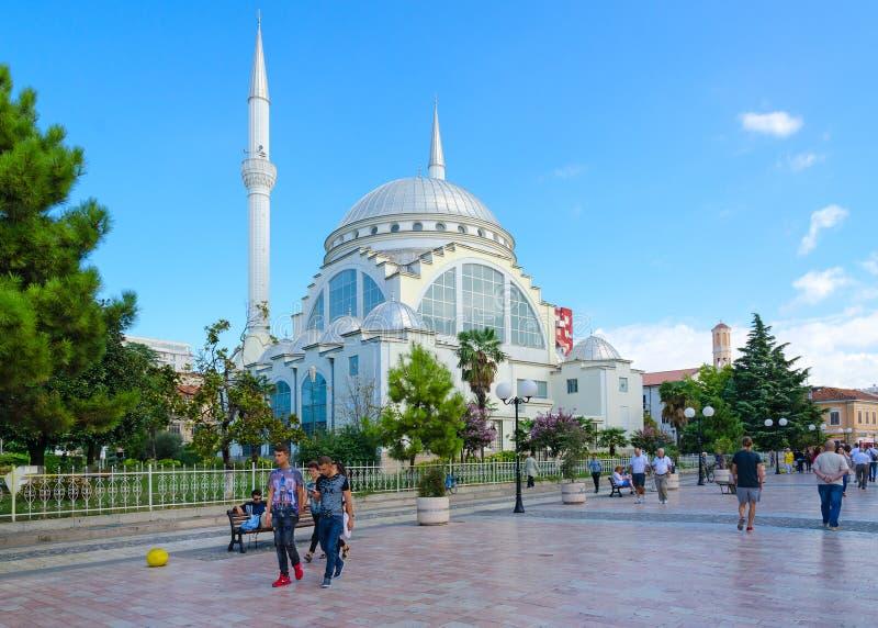 阿布格莱布Bekr清真寺或者清真大寺Xhamia e Madhe 步行街道Rruga Kole Idromeno,斯库台,阿尔巴尼亚 库存照片