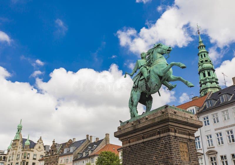 阿布萨隆主教雕象在哥本哈根,丹麦 库存图片