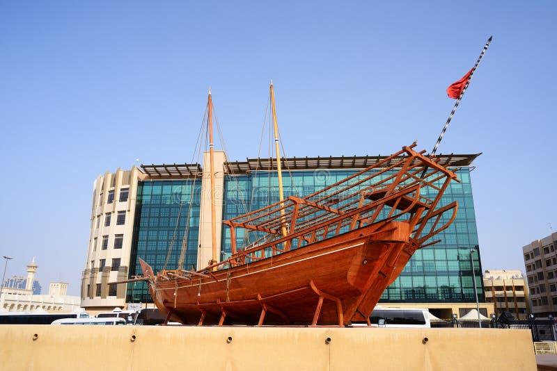 阿拉伯单桅三角帆船在迪拜历史博物馆 Al过去Fahidi堡垒 库存照片