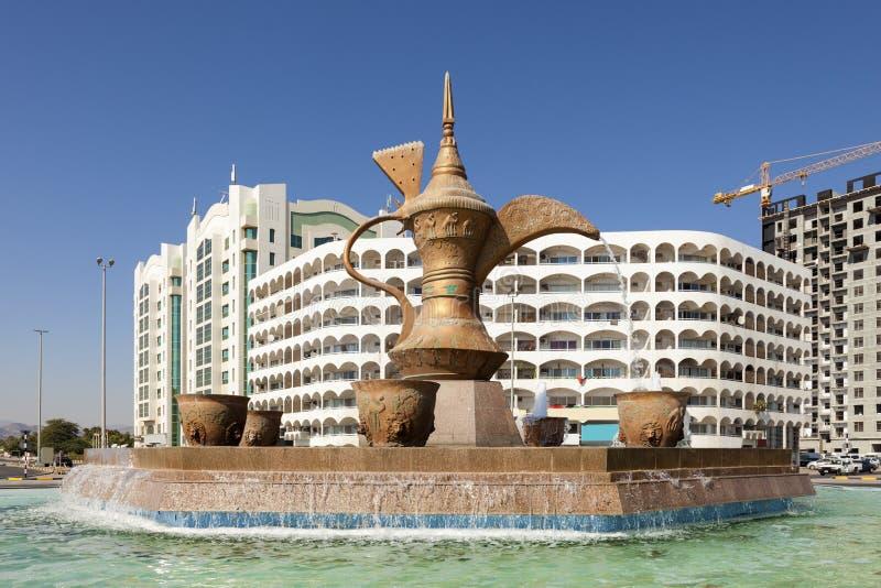 阿拉伯咖啡壶纪念碑在富查伊拉 库存照片