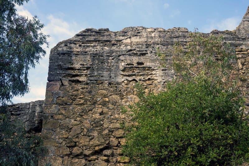 阿拉伯堡垒Gibralfaro的古老石墙 马拉加,西班牙地标  摩尔人 免版税库存照片