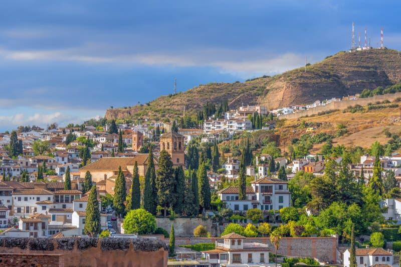 阿拉伯处所的美好的晚上视图从阿尔罕布拉宫,格拉纳达,安大路西亚,西班牙的Albaicin 库存照片