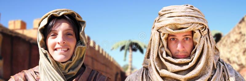 阿拉伯夫妇服装 免版税库存照片