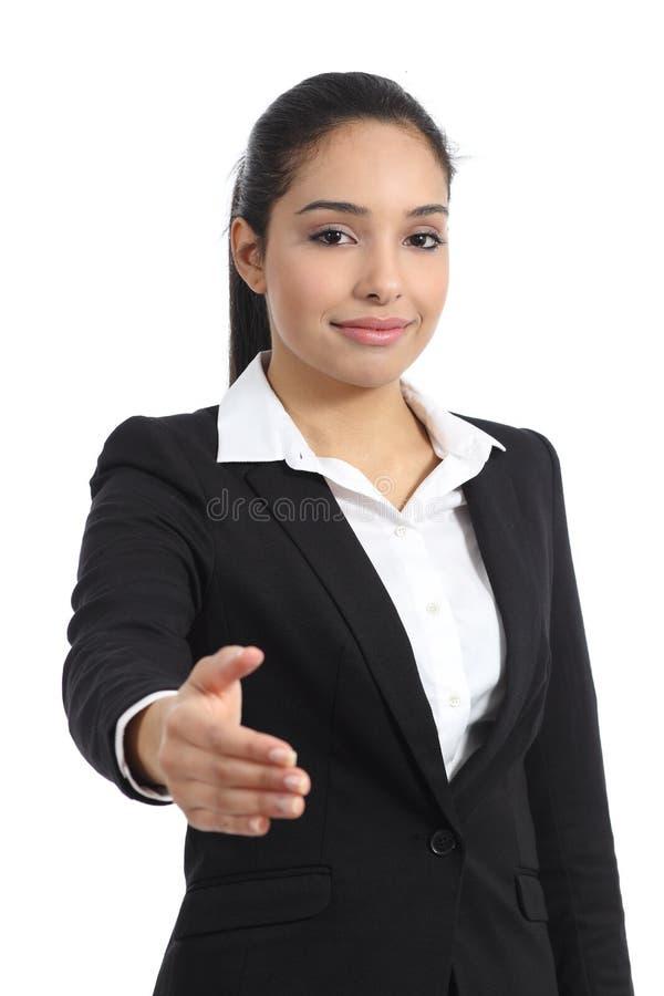 阿拉伯女商人准备好对握手 库存照片