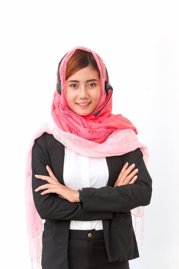 阿拉伯女实业家电话中心操作员佩带的hea 免版税库存图片