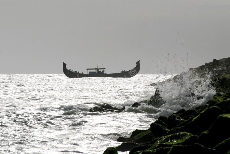 阿拉伯岩石风景海运 免版税库存图片