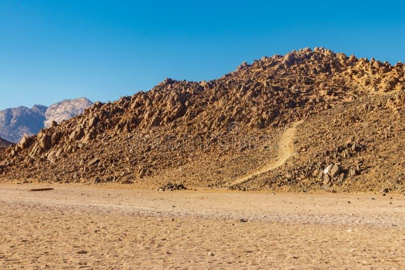 阿拉伯沙漠和山脉红海小山看法在埃及 免版税库存图片