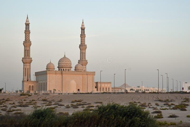 阿拉伯清真寺在一秋天天在阿布扎比,阿拉伯联合酋长国的首都 库存图片