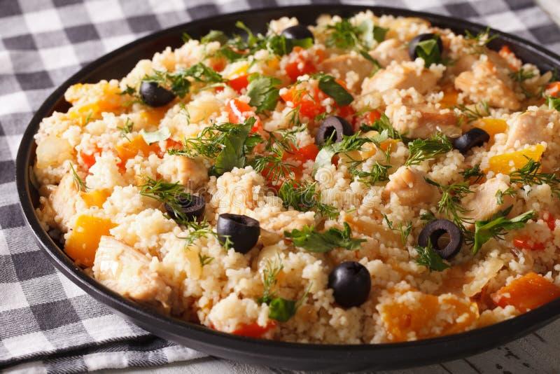 阿拉伯烹调:与鸡和菜特写镜头的蒸丸子 H 免版税图库摄影