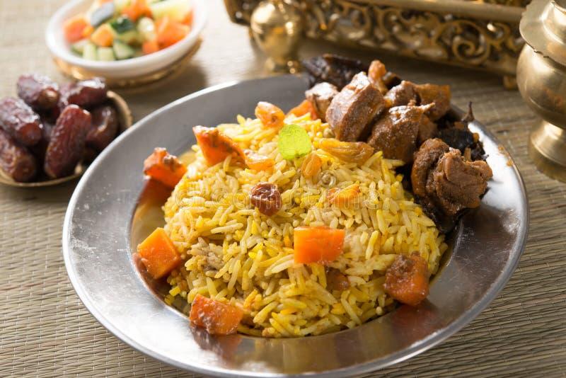 阿拉伯米,赖买丹月食物在中东通常服务与tand 免版税库存照片