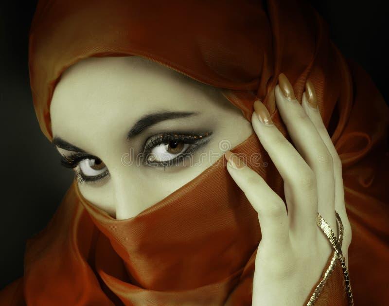 阿拉伯美丽的纵向妇女 图库摄影