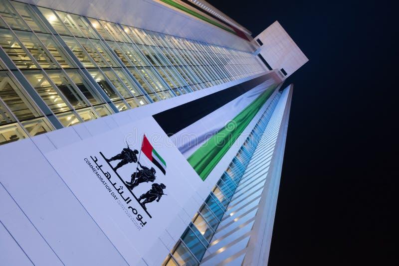 阿拉伯联合酋长国的巨大的旗子有记念天图片的 库存图片