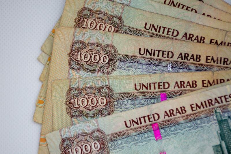 阿拉伯联合酋长国的货币-一千迪拉姆笔记在白色背景延长 兑换处 免版税库存照片