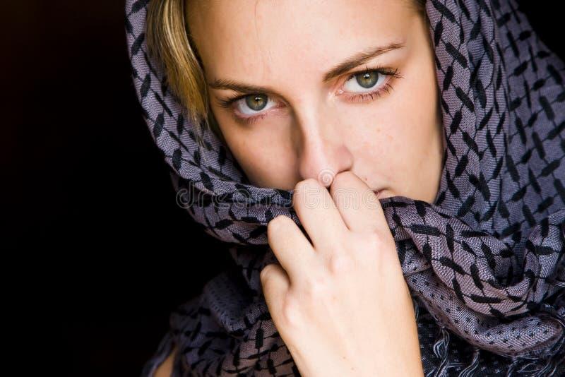阿拉伯被注视的绿色样式妇女 库存图片