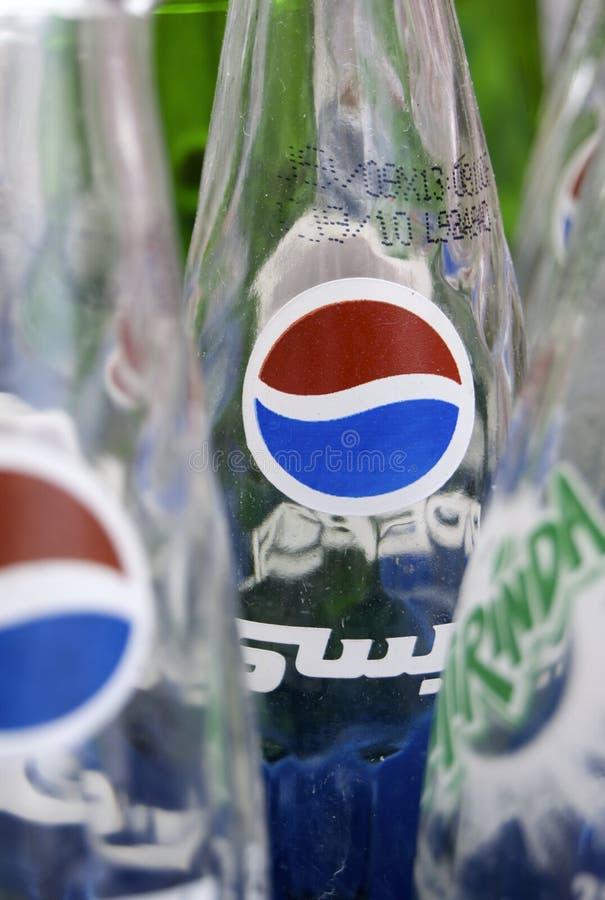 阿拉伯语装瓶百事可乐 免版税库存图片