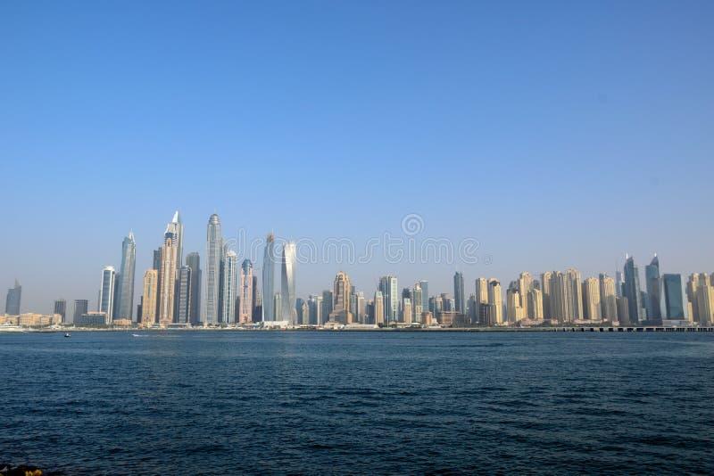 阿拉伯酋长管辖区的摩天大楼 免版税库存图片