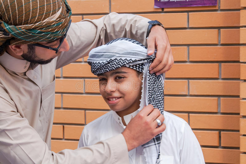 阿拉伯头饰儿童礼服 库存照片