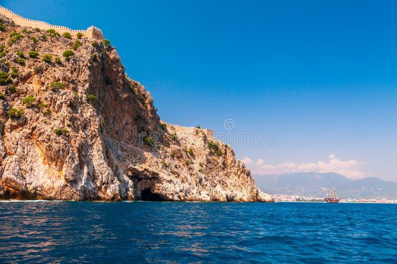 阿拉尼亚城堡美好的海全景风景在安塔利亚区,土耳其,亚洲 与上流的著名旅游目的地 库存照片