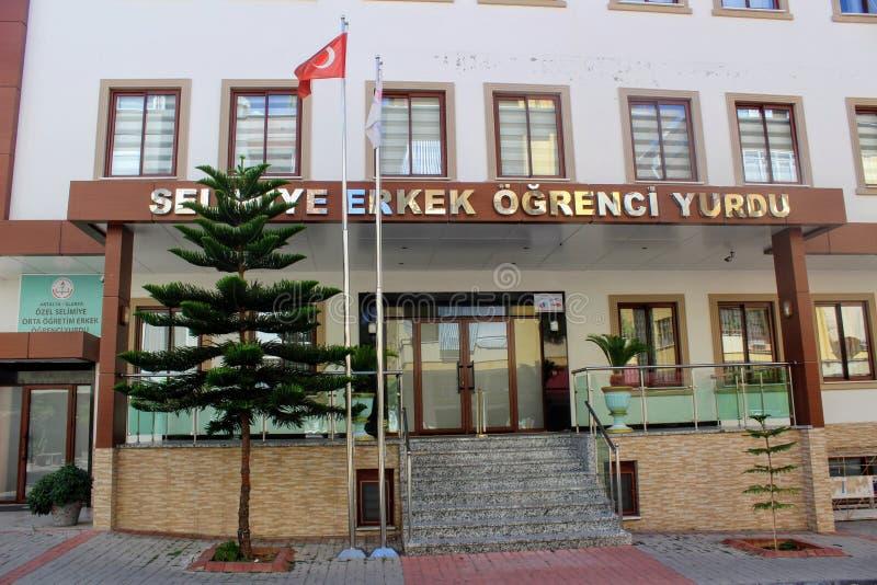 阿拉尼亚,土耳其, 2017年7月:对男学生旅舍的入口 库存图片