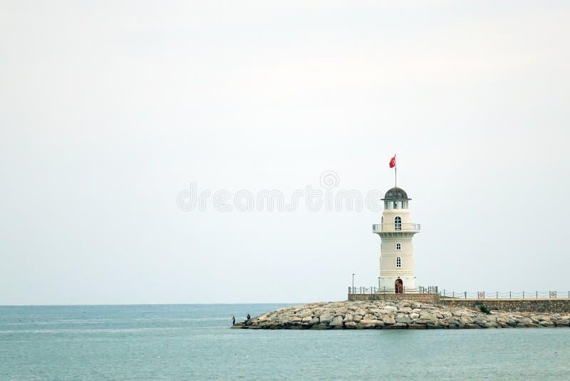 阿拉尼亚,土耳其6月2018年:在门的灯塔对港口在阿拉尼亚 观光在土耳其 库存照片