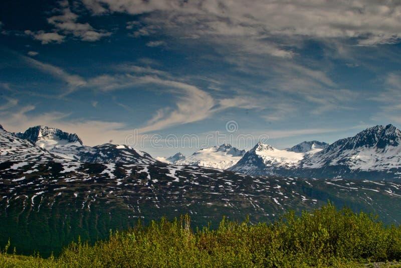 阿拉斯加楚加奇山范围在春天 库存图片